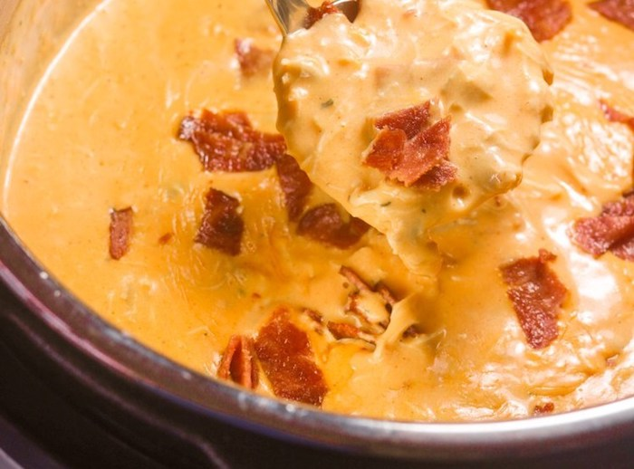 Keto Instant Pot Buffalo Chicken Bacon Soup