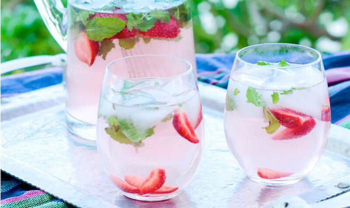 Low Carb Alcoholic Drinks Strawberry Lemonade Mojito