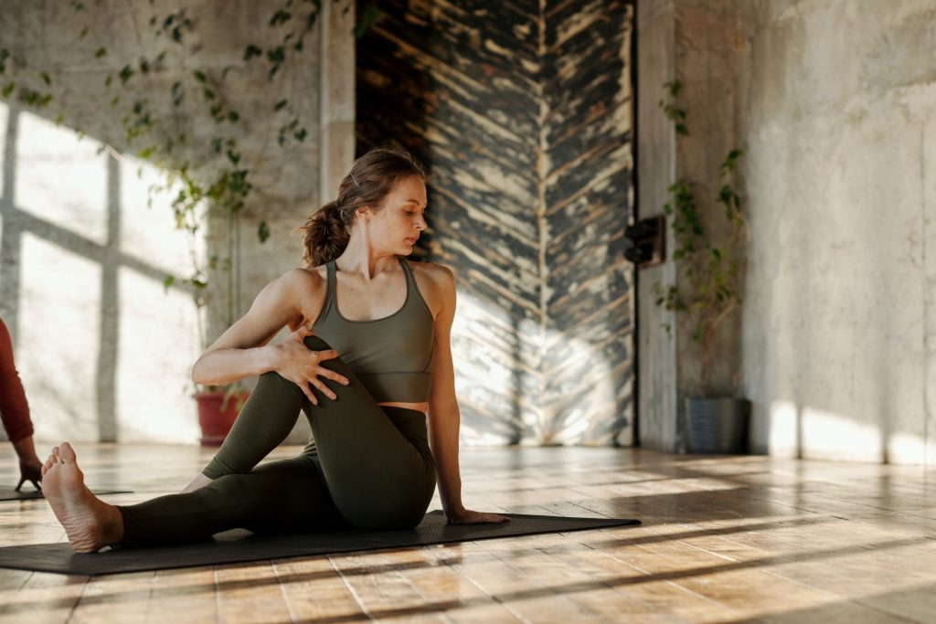 Yoga Poses to reduce blely fat - sitting spinal twist